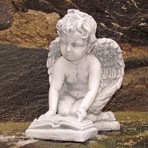 Engelfigur mit Buch
