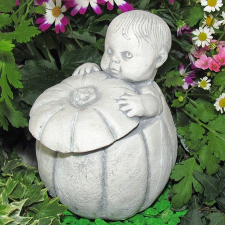 """""""Baby im Kürbis"""", kleine Dekorationsfigur"""