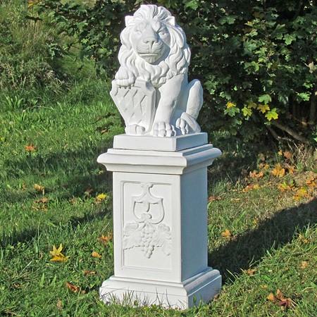 Löwe mit Wappen, linksblickend, auf großer Säule, 2-teilig