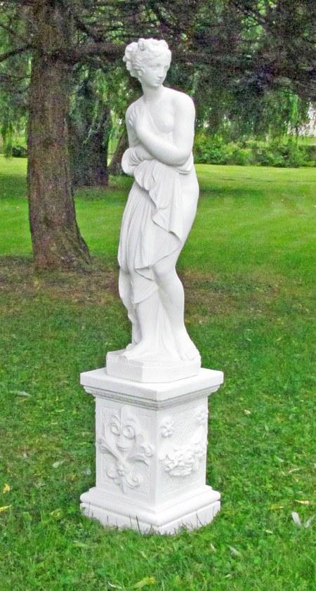 "Statue ""Venus von Canova"", Replik auf Säule"